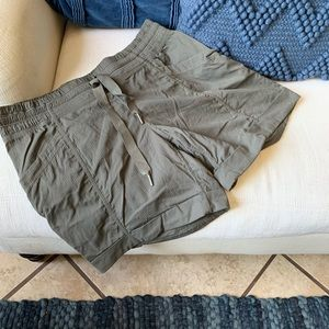 Lululemon olive green shorts Sz 8 woman's